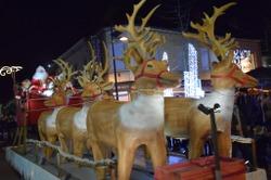 Pas de marché de Noël, une parade dans les quartiers
